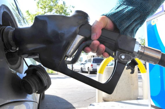 Plusieurs facteurs expliquent les écarts de consommation d'essence: la température bien sûr, la monte pneumatique (pneus verts ou d'hiver), l'état de la chaussée, le flux de circulation, la façon de conduire, etc.