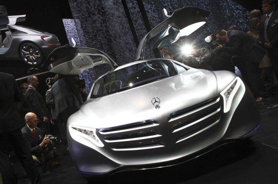 L'allemand Daimler, qui travaille depuis 1984 sur la technologie de la pile à combustible, comme en témoigne son dernier concept en date, le F125, dévoilé à Francfort en novembre 2011, s'est associé à Ford et Nissan pour accélérer le développement de la technologie.