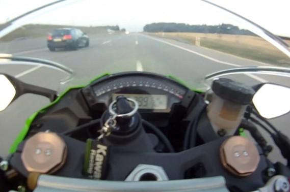 Se faire doubler à 299 km/h sur l'Autobahn, en Allemagne. Légal, mais néanmoins con...