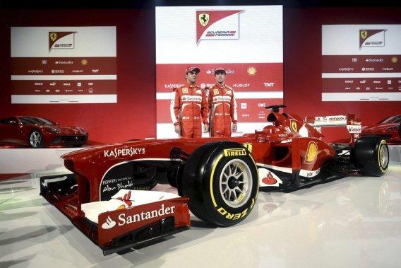 La nouvelle Ferrari F138, présentée vendredi en la présence de ses deux pilotes titulaires, Fernando Alonso (à droite) et Felipe Massa.