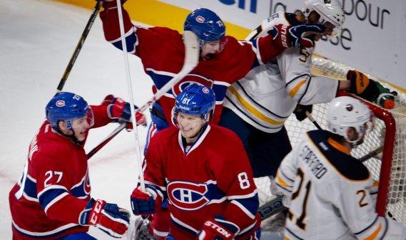 Lars Eller célèbre après avoir marqué le quatrième but du Canadien. (Photo Marco Campanozzi, La Presse)