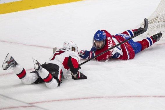 Alexei Emelin se retrouve sur la patinoire en compagnie d'un adversaire. (PHOTO EDOUARD PLANTE-FRÉCHETTE, LA PRESSE)