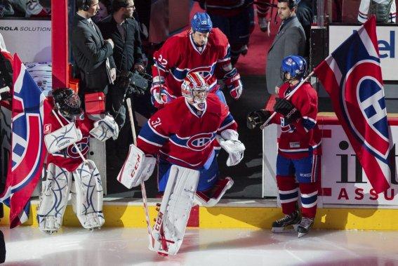 Les joueurs du Canadien sautent sur la patinoire. (PHOTO EDOUARD PLANTE-FRÉCHETTE, LA PRESSE)