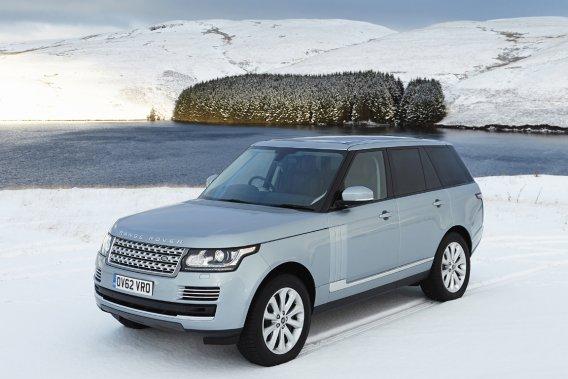 Même si ses proportions semblent inchangées, le Range Rover a fait l'objet d'une cure amincissante. Selon ses concepteurs, 420 kilogrammes ont été retranchés. Cela a été rendu possible en allégeant son châssis monocoque, qui passe de l'acier à l'aluminium.