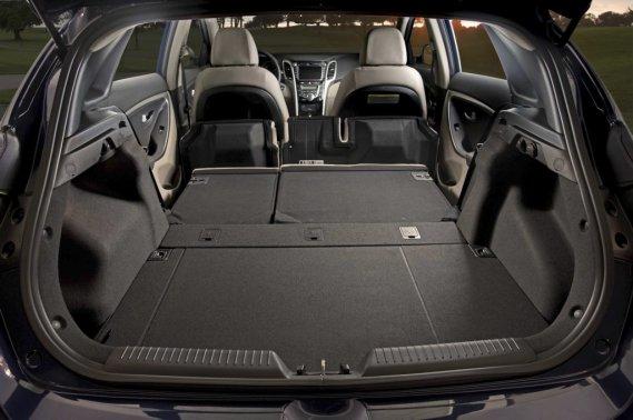 COFFRE - Même si elle est plus courte que la berline éponyme, la Hyundai GT surprend par le volume de son coffre. Le hayon s'ouvre sur un espace de chargement vaste et modulable à souhait. (Photo fournie par Hyundai)