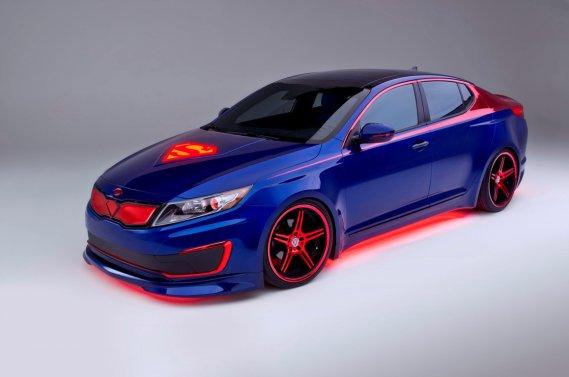 Cette Kia Optima hybride aux couleurs de Superman est exposée au Salon de Chicago.
