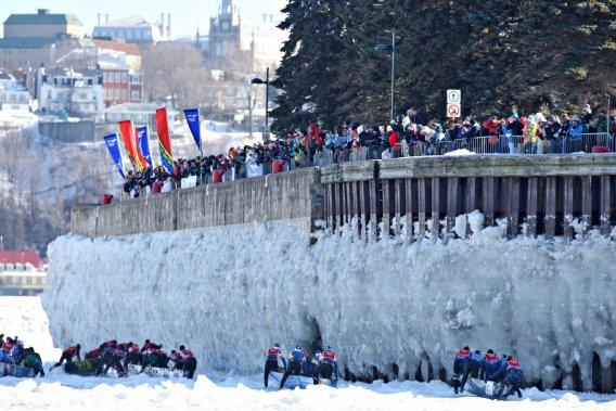 La course en canot entre Lévis et Québec le 10 février (Le Soleil, Pascal Ratthé)