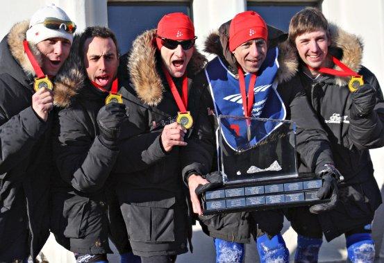 L'équipe de Jean Anderson a gagné sa 23e course de canots à glace du Carnaval de Québec, le 10 février. (Le Soleil, Pascal Ratthé)