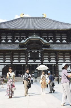 Le temple Todai-ji, le plus grand édifice en bois au monde, a traversé les siècles pour devenir une attraction touristique importante au Japon. (Photo Sylvain Sarrazin, La Presse)