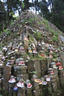 Okuno-in, cimetière étrange, accueille une pyramide de statuettes non moins mystérieuses. (Photo Sylvain Sarrazin, La Presse)