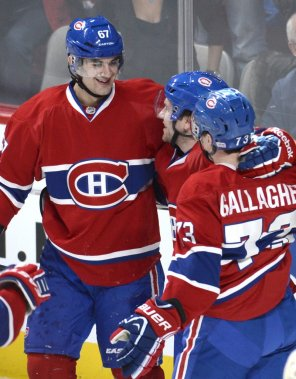 David Desharnais célèbre son but entouré de Max Pacioretty et Brendan Gallagher. (Photo Bernard Brault, La Presse)