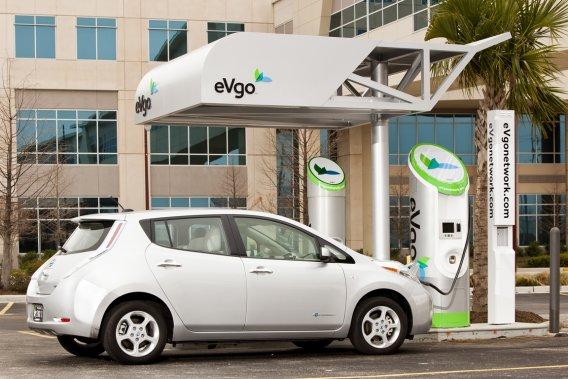 Nissan a comme partenaire NRG Energy, de Houston, au Texas, et son réseau de stations de recharge rapide eVgo.