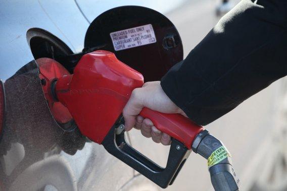 La consommation moyenne d'essence des véhicules neufs vendus aux États-Unis en janvier a atteint un record de 9,8 L/100km.