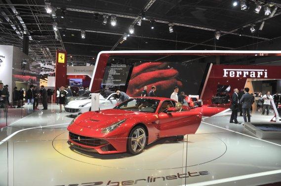 La F12 Berlinetta, au centre du kiosque de Ferrari au récent Mondial de l'auto de Paris.