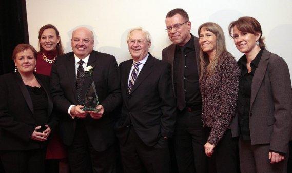Les membres du Centre des Services Communautaires Vanier, qui a remporté le laurier de l'Organisme de l'année. (Étienne Ranger, LeDroit)
