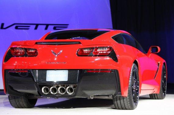 L'ouverture du coffre de la Corvette Stingray est facilitée grâce à un évent d'aération qui s'ouvre et  se ferme à l'aide d'une toute petite pièce en «alliage à mémoire de forme».