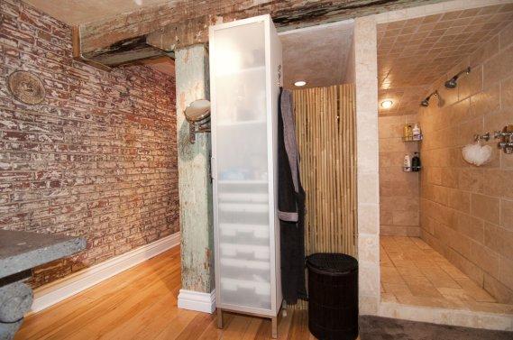 pr s de 3000 pi2 dans un ancien entrep t du vieux montr al val rie v zina collaboration. Black Bedroom Furniture Sets. Home Design Ideas