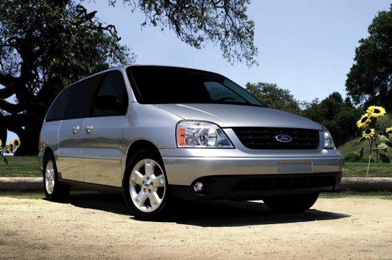 Le Ford Freestar 2004.