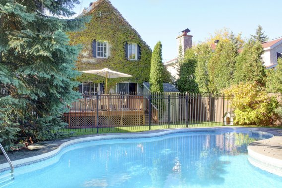 Vignes piscine et cuisine trio charmant ville mont for Piscine plus le cres