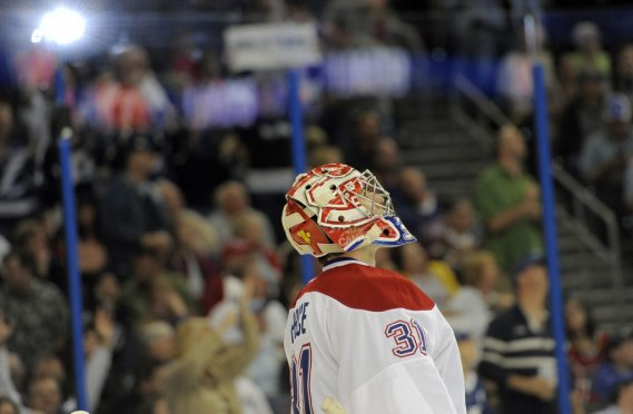 Carey Price lève les yeux après avoir accordé un but au Lightning. (PHOTO BRIAN BIANCO, AP)
