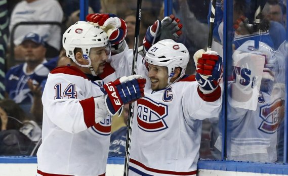 Tomas Plekanec (14) et Brian Gionta (21) ont uni leurs efforts sur la séquence ayant mené au but du capitaine. (PHOTO MIKE CARLSON, REUTERS)