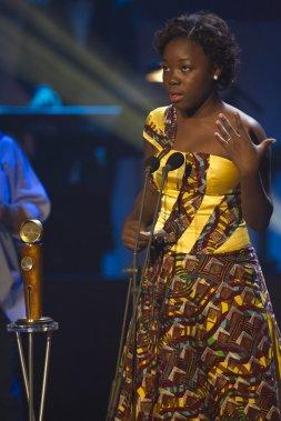 Serge Kanyinda a remporté le Jutra du meilleur acteur de soutien pour son rôle dans le film Rebelle. Rachel Mwanza a accepté le prix pour lui. (PHOTO OLIVIER JEAN, LA PRESSE)