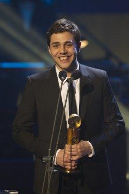 Xavier Dolan a accepté le prix de la meilleure direction artistique pour le film Laurence Anyways au nom d'Anne Pritchard. (PHOTO OLIVIER JEAN, LA PRESSE)