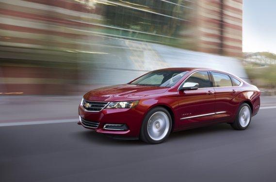 Réalisée sur la plateforme commune à d'autres véhicules de General Motors (Buick LaCrosse, Cadillac XTS), l'Impala s'habille d'une carrosserie intégrant tout le nouveau vocabulaire esthétique de la marque au noeud papillon.