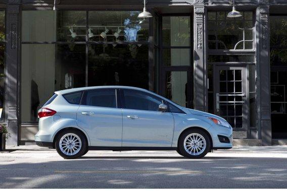 Le Ford C-Max hybride, dont la consommation  revendiquée est de 4,1 L/100km sur route et de 4 L/100km en ville, a consommé 8 L/100km en cycle mixte, d'après l'essai routier  mené par l'APA.