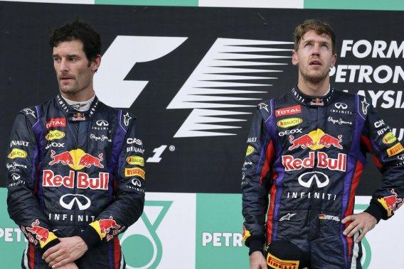 Sebastian Vettel (à droite) a effectué un dépassement controversé sur son coéquipier Mark Webber au 46e tour du GP de Malaisie.