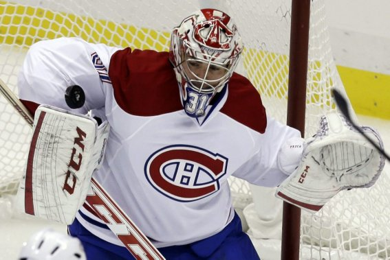 Carey Price suit la rondelle des yeux. (PHOTO GENE J. PUSKAR, AP)