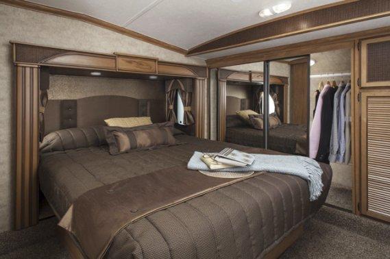 Caravane à sellette Shasta Phoenix. Chambre. (Photo fournie par le constructeur)