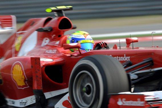 Felipe Massa, sur Ferrari, a abaissé de plus de deux secondes le meilleur temps réalisé le  matin par Nico Rosberg, sur Mercedes.