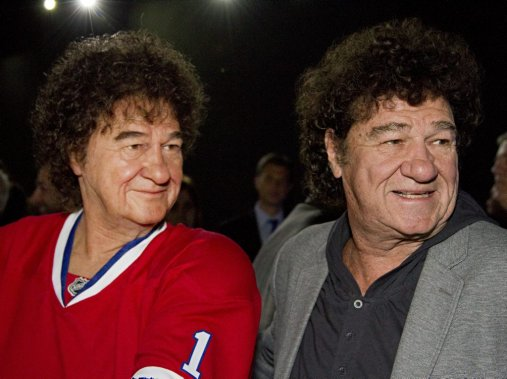 Robert Charlebois était surpris de voir à quel point son double lui ressemblait. «Même nos cheveux sont identiques!» a dit le chanteur, qui était accompagné de toute sa famille. (Photo: Anne Gauthier, La Presse)
