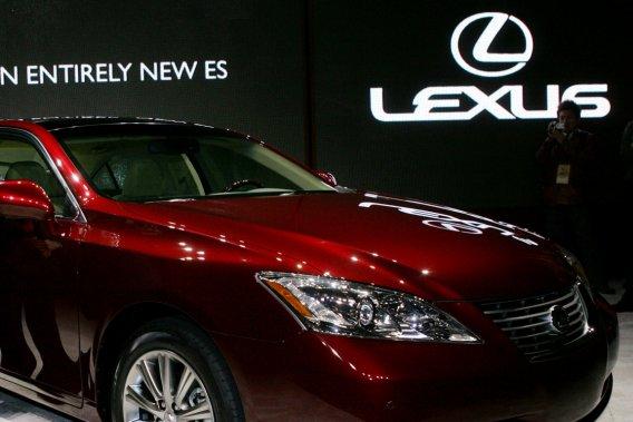 Dans un communiqué, Toyota rappelle qu'amener la production de la Lexus  ES 350 aux Etats-Unis relève de sa stratégie d'«assembler les véhicules  dans les marchés où vivent ses clients».