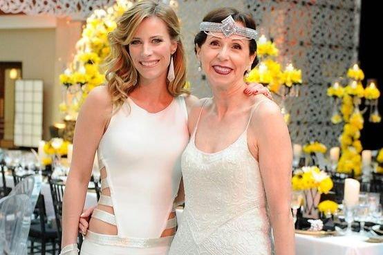 L'hôtesse de la soirée, Julie du Page, avec la productrice de l'événement, Alison Silcoff. Les deux femmes se sont inspirées du thème des années 20 pour leurs tenues vestimentaires. (Photo: Catherine Lefebvre, collaboration spéciale)