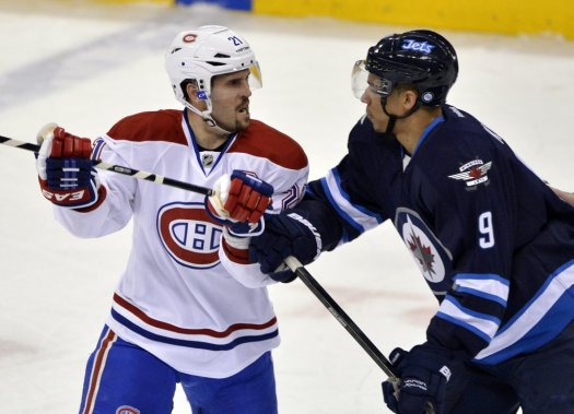 Brian Gionta et Evander Kane avaient des choses à se dire. (Photo Reuters)