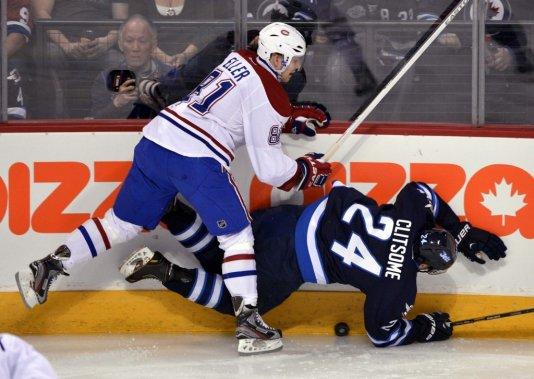 Lars Eller sert une solide mise en échec. (Photo Reuters)