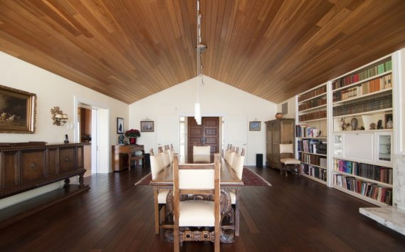 le cadieux la maison longue dans une le val rie. Black Bedroom Furniture Sets. Home Design Ideas