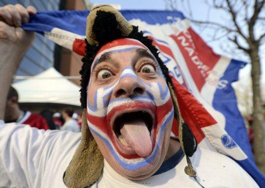 Les partisans étaient fin prêts pour soutenir leur équipe. (Photo Bernard Brault, La Presse)