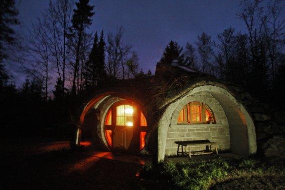 Une nuit dans une maison de hobbit jonathan custeau vir e - Maison de hobbit a louer ...