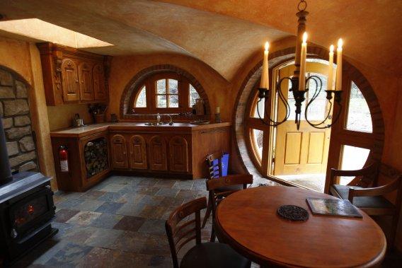 Une nuit dans une maison de hobbit jonathan custeau vir e - Construire une maison de hobbit ...