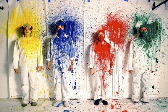 This Too Pass (Rube Goldberg Machine Version) du groupe OK Go. Les costumes sont présentés dans l'exposition. (PHOTO FOURNIE PAR LE MOVING IMAGE MUSEUM DE NEW YORK)