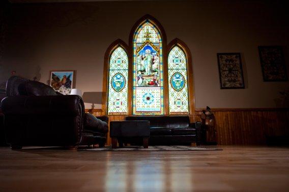 À Danville, Nathalie Marcotte et sa famille vivent dans une ancienne église adventiste. (Photo David Boily, La Presse)