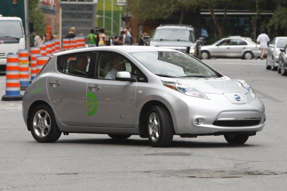 Vingt-trois Leaf seront à la disposition de la clientèle dans trois semaines. Les utilisateurs pourront conduire ces véhicules électriques sans réservation et sans obligation de les rapporter à leur point de départ, à la façon BIXI.