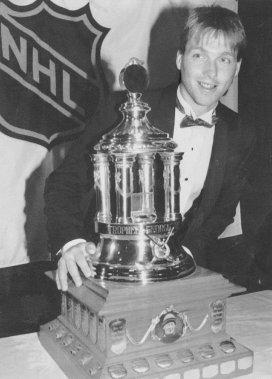 Patrick Roy, gagnant du trophée Vézina pour sa saison devant le but du Canadien de Montréal en 1989-1990. (Archives Le Soleil)