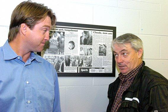 Patrick Roy en compagnie du journaliste du Soleil Maurice Dumas, en septembre 2005 (Photothèque Le Soleil, Steve Deschênes)
