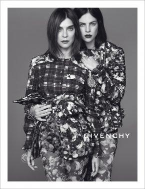 Carine Roitfeld et Julia Restoin Roitfeld pour Givenchy automne 2013 (PHOTO FOURNIE PAR Givenchy - Mert & Marcus)