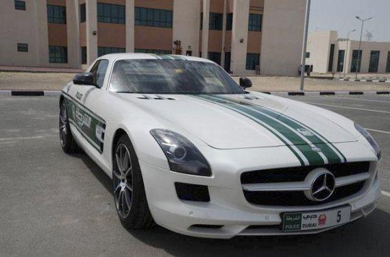 Cette Mercedes-Benz SLS fait aussi partie du parc de patrouille. (Photo fournie par la police de Dubaï)