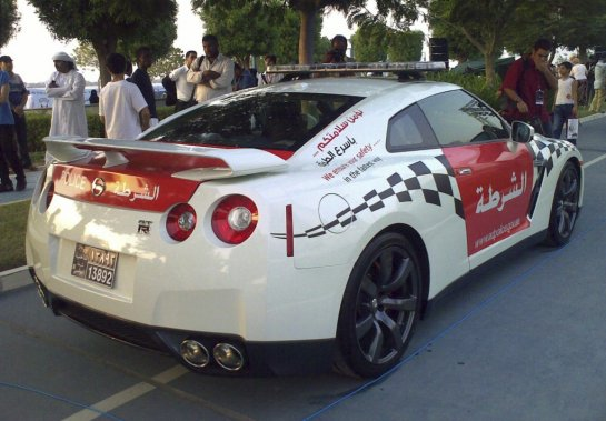 La police d'Abou Dhabi imite celle de Dubaï avec des Camaro de police et cette toute récente Nissan GT-R. (Photo fournie par la police de Dubaï)